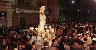 Un momento della processione dell'Immacolata in Piazza della Repubblica molti anni fa